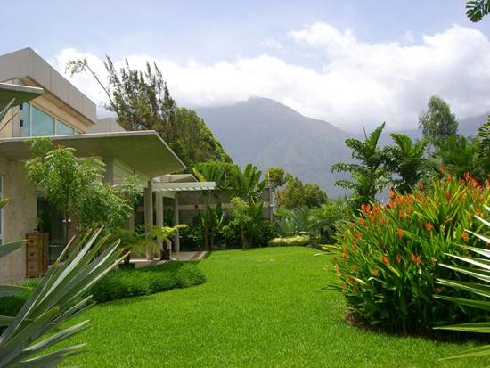 Jard n residencial quinta primavera adriana mirabal for Jardines paisajismo imagenes