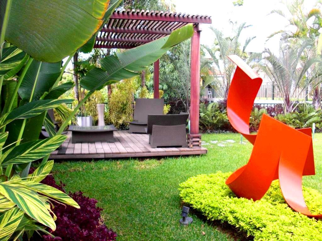 Jard n residencial sobre losa elevada quinta kalapa for Historia de los jardines verticales