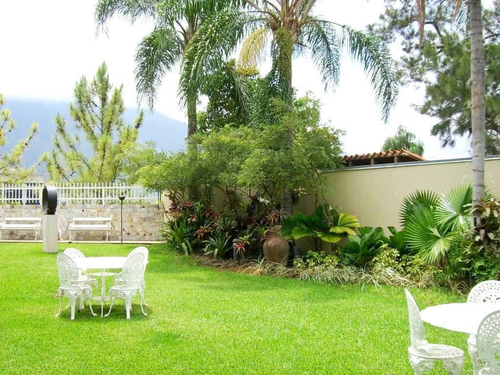 Jard n residencial quinta gigiam adriana mirabal paisajismo for Mantenimiento de jardines